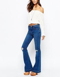 New Look - Jeans a zampa con strappi sulle ginocchia e orlo scucito