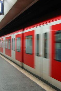 Münchener schlägt Kopftuchträgerinnen in U-Bahn