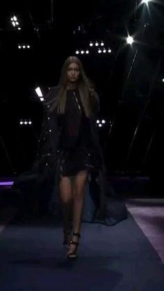 Gigi Hadid Walk, Bella Gigi Hadid, Modeling, Poses, Board, Beautiful Dresses, Figure Poses, Modeling Photography, Models