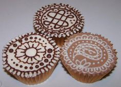 Menhdi cupcakes for bridal shower. Celtic love knit design requested to honour the groom's heritage.