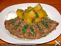 Tellerfleisch mit Bouillonkartoffeln aus dem Slow Cooker, ein schmackhaftes Rezept aus der Kategorie Kochen. Slow Food, Slow Cooking, Sous Vide, Crockpot, Meal Prep, Steak, Food And Drink, Beef, Meals