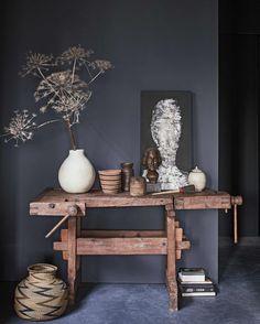 vintage werkbank met accessoires | vintage workbench with accessoires | vtwonen 01-2017 | Fotografie Jeroen van der Spek | Styling Cleo Scheulderman
