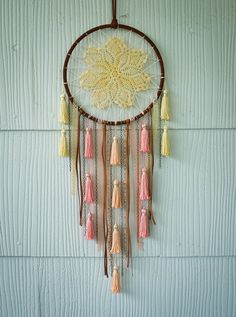 Pastel Doily and Tassel Dreamcatcher von catchingthesea auf Etsy, $45.00
