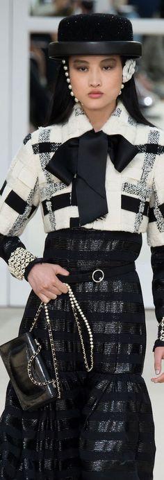 Trendy fashion show design beautiful Ideas 2000s Fashion, Fashion 2017, Trendy Fashion, Girl Fashion, Fashion Dresses, Womens Fashion, Fashion Design, Chanel Couture, Karl Lagerfeld