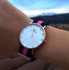 Bracelet interchangeable nato sur cette montre wellington Nato interchangeable strap on this welling Stylish Watches For Girls, Trendy Watches, Elegant Watches, Beautiful Watches, Watches For Men, Dw Watch, Daniel Wellington Watch, Fashion Watches, Pink