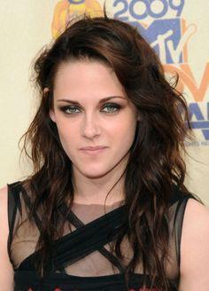 Kristen Stewarts sexy messy hairstyle