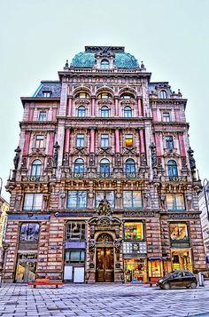 Vienna. Cool. http://cabinmax.com/en/backpacks/74-vienna-0616316229501.html #cabinmax #travel #adventure