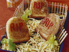 Grabstein-Sandwichs zu Halloween - Zeit: 30 Min.   eatsmarter.de