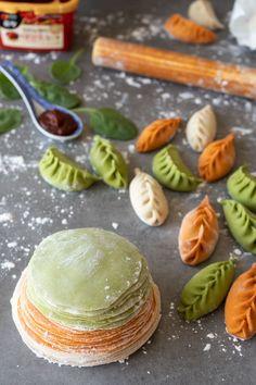Colourful Dumpling Wrappers 3 Ways (Plain, Spinach & Gochujang) - El Mundo Eats Dumplings Receta, Homemade Dumplings, Dumpling Recipe, Veggie Recipes, Asian Recipes, Cooking Recipes, Pasta Casera, Dumpling Wrappers, Chinese Dumplings
