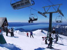 O Cerro Catedral em Bariloche, na Argentina, faz a alegria dos esportistas. São 53 pistas bem sinalizadas e mais de 600 hectares de superfície esquiável para a prática de freestyle e snowboard.