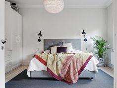 Alfombra y cabecero en gris para el dormitorio