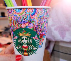 I love Starbucks. But Starbucks in style is mind blowing awesome! Arte Starbucks, Starbucks Cup Drawing, Starbucks Crafts, Starbucks Cup Art, Starbucks Logo, Starbucks Coffee, Colorful Drawings, Cute Drawings, Kristina Webb Art