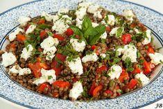 Carolines blog: Salade van Le Puy-linzen, geitenkaas en munt (tip: serveer met stukje vlees en gril de paprika's zelf)