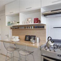 Las cocinas con barra son tendencia. La barra de cocina es una alternativa cómoda y funcional a la mesa y las sillas de toda la vida. No ocupa mucho espacio, por lo que no es necesario tener una cocina grande para poder colocar una de estas barras.Si quieres poner una barra de cocina en tu...