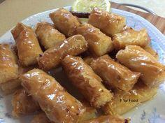 """Η Συνταγή είναι της κ. Maria Ntelimara – """"Γλυκά κουταλιού και φαγητά ....πιρουνιού!!"""" Υλικα: Ενα και μισο κουτι ζαχαρουχο γαλα( το αλλο μισο το ειχα χρησιμοποιησει στον κορμο) 400 γρ καρυδα τριμενη 100 γρ βουτυρο 8 φυλλα κρουστας( Pretzel Bites, Sausage, Almond, Sweets, Bread, Desserts, Food, Pastries, Kuchen"""