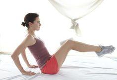 Täglich 10 bis 15 Minuten – mehr brauchen Sie nicht. Mit jeweils zwei Übungen kräftigen und straffen Sie Beckenboden, Bauch und Rücken in einem Rutsch!