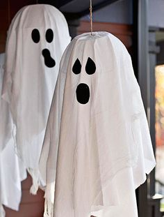 Halloween crafts: trio of floating ghosts