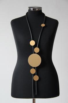 ♦ Lagenlook edle Kautschuk-Kette, schwarz-gold Scheiben, lang (2) ♦ | eBay