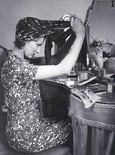 vintage photo headscarf(1940s)