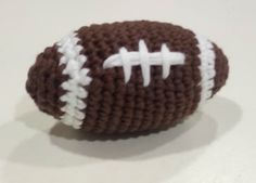Débardeurs Au Crochet, Crochet Ball, Crochet Home, Rugby, Amigurumi Patterns, Knitting Patterns, Crochet Patterns, Crochet Football, Crochet Baby Clothes