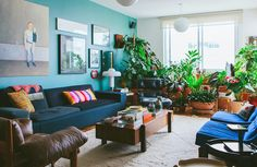 00-decoracao-apartamento-plantas-parede-azul-quadros