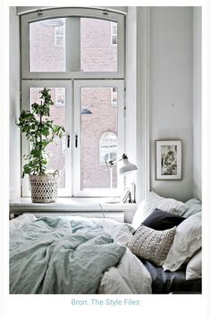 Discover Modern examples of Minimalist Bedroom Decor Ideas design in your home. See the best designs for your interior bedroom. Small Space Living, Small Spaces, Small Space Bedroom, Small Small, Cozy Bedroom, Scandinavian Bedroom, Scandinavian Style, Bedroom Windows, Bedroom Inspo