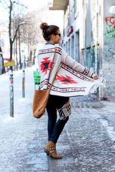Berlin_Travels-Aztec_poncho-Denim_Shirt-Outfit-Street_Style-2.jpg (790×1185)
