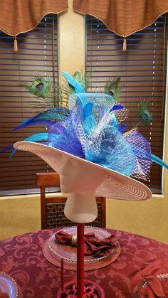 Derby de Mayo Ladies Hats, Hats For Women, Vintage Lace Weddings, Art Walls, Kentucky Derby Hats, Flower Hats, Mad Hatters, Race Day, Fascinators