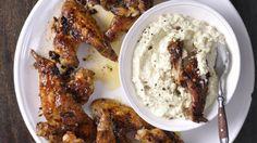 Grilovaná kuřecí křidélka se sýrovým dipem | Šéf na grilu
