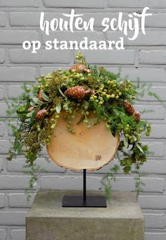 Styled shoot: trouwen in de Rembrandt Toren in Amsterdam Outdoor Christmas Decorations, Christmas Centerpieces, Flower Centerpieces, Rustic Christmas, Christmas Home, Christmas Crafts, Deco Floral, Arte Floral, Floral Design