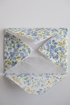 Simple technique to turn fabric into paper-like sheets to use to make handcrafted fabric envelopes. Fabric Crafts, Sewing Crafts, Sewing Projects, Paper Crafts, Fabric Envelope, Diy Envelope, Diy Crafts For Gifts, Handmade Crafts, Quick Knitting Projects