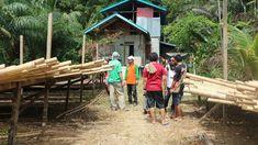 Pengumpulan bahan baku bambu sebelum diolah menjadi berbagai produk