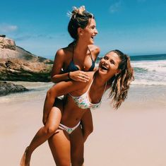 Learn the truth about beach poses in the next 60 seconds 5 Best Friend Pictures, Bff Pictures, Friend Pics, Sister Beach Pictures, Bff Goals, Best Friend Goals, Summer Photos, Beach Photos, Cute Summer Pictures
