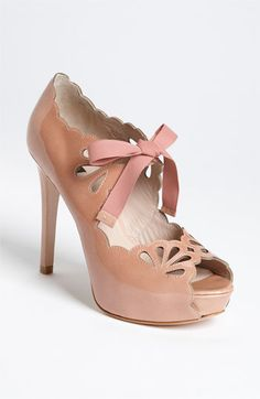 Shoe with bows