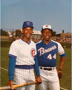 Love this picture Hank Aaron - Braves Ernie Banks - Cubs Hall of Famers! Famous Baseball Players, Best Baseball Player, Baseball Star, Chicago Cubs Baseball, Sports Baseball, Baseball Pics, Baseball Games, Baseball Classic, Baseball Posters