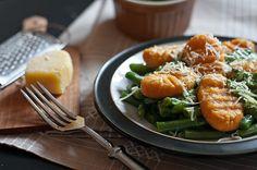 Jeśli ktoś tęskni za kluskami, mącznymi potrawami, ta propozycja jest dla niego. Gnocchi z batata można spokojnie uznać za bezpieczniejszą, ...
