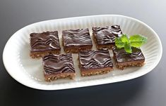 Sarah Bernard lavkarbo kake Cloud Bread, Public Holidays, Fajitas, Low Carb Recipes, Meal Planning, Waffles, Food And Drink, Keto, Pudding