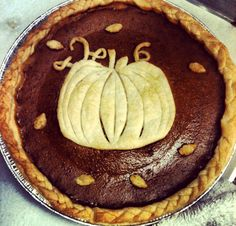 Thanksgiving Pie Crust Design...how adoreable would this be for Thanksgiving pumpkin pie !