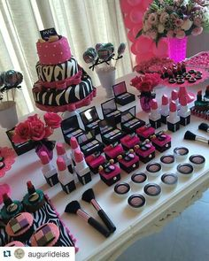This is such a cute idea for make up lovers.