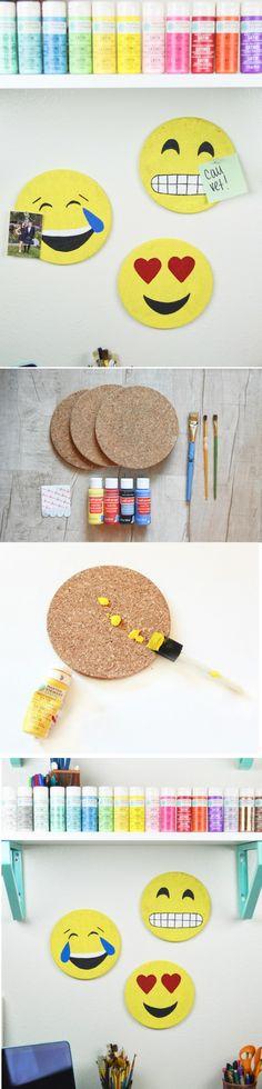 runde korkplatten färben, emoji, regal, acrylfarbe, schwammpinsel, pinsel
