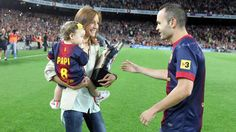 Iniesta receives his UEFA Best Player Award from his wife and lil daughter.    www.fcbarcelona.com