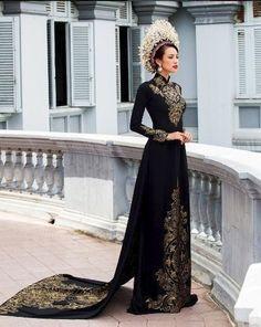 Black and Gold Vietnamese Dress Vietnamese Traditional Dress, Vietnamese Dress, Traditional Dresses, Vietnamese Wedding Dress, Vietnamese Clothing, Style Fête, Mode Chanel, Elegantes Outfit, Fantasy Dress