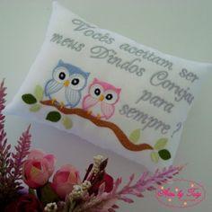 convites bordados para padrinhos de batismo - Pesquisa Google Christmas Stockings, Alice, Accent Pillows, Baby Patterns, Flower, Christmas Leggings