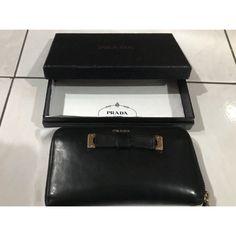 Saya menjual Original Prada Long Wallet seharga Rp750.000. Dapatkan produk ini hanya di Shopee! https://shopee.co.id/monikanurinda/702246337 #ShopeeID