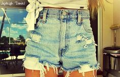 High~waisted shorts