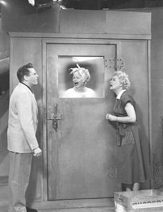 8.5x11 PHOTOGRAPH the tv show Here/'s Lucy PHOTO with Lucille Ball Lucie Arnaz and Desi Arnaz  ..