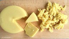 Hallo Ihr Lieben, ich wollte schon länger diesen Käse machen, heute war es dann soweit! Mit wenig Zutaten und wirklich einfach zu machen. 1/3 cup (Tasse) Cashewnüsse (über Nacht einweichen) 1 1/2 E…