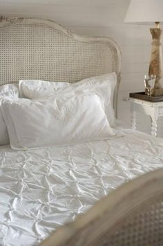 love this headboard...maybe a possibility