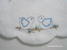 Lavanda e Lillà: Bavaglini adorable bibs Hand Embroidery Videos, Baby Embroidery, Shirt Embroidery, Hand Embroidery Stitches, Cross Stitch Embroidery, Embroidery Patterns, Machine Embroidery, Nursery Patterns, Baby Sheets