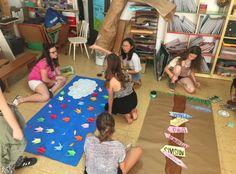 Escola Sadako. El juny els de 1r d´ESO preparen acollida pels de 6è Picnic Blanket, Outdoor Blanket, Table, Furniture, Home Decor, Decoration Home, Room Decor, Tables, Home Furnishings
